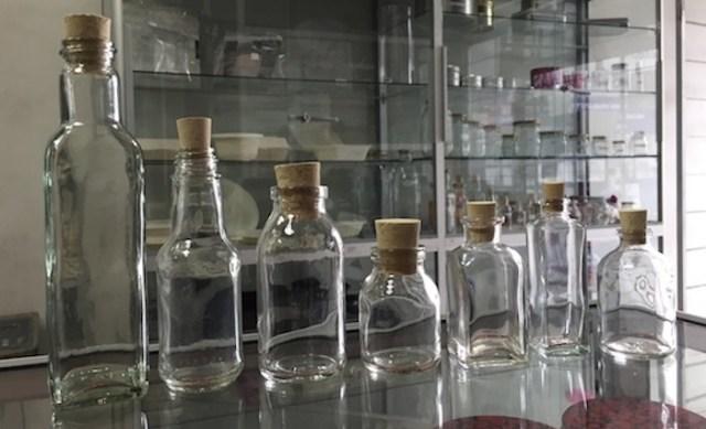 De izquierda a derecha: Envase cuadrado 200ml;Envase 90ml;Envase 100ml;Envase 50ml; Envase cuadrado 40ml; Envase cuadrado 30ml; Envase 50ml.
