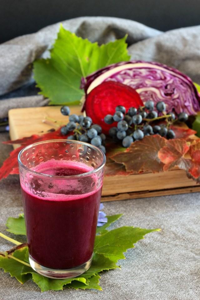 Jus d'automne : chou rouge, betterave et raisin noir