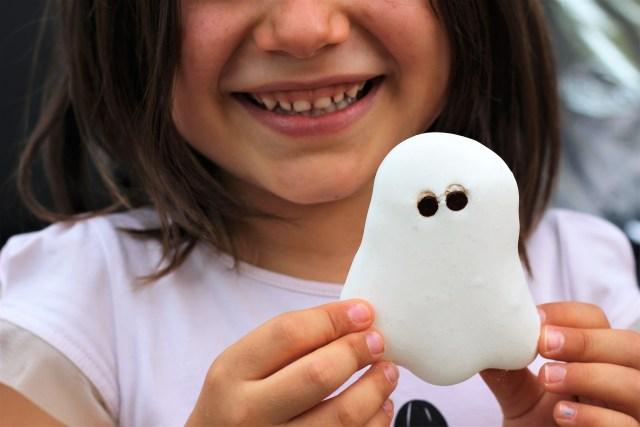 Meringues véganes fantômes pour halloween, à l'aquafaba