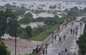 Weeks of very heavy rainfall have triggered widespread flooding in Malawi. Photo credit: Water Journalists – Africa  Residents count losses, as floods wreak havoc in Malawi floods 2 300x195
