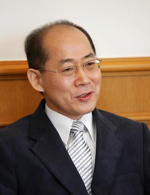 Hoesung Lee