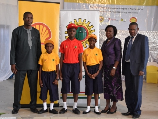 L-R: General Manager, External Relations of SPDC, Mr. Igo Weli; Master Anioki Godfirst (Bayelsa State Beneficiary); Master Ibojoh Godwin (Delta state scholarships beneficiary); Miss Blessing Chioma Eric (Rivers State beneficiary); Mrs. Elizabeth E. Alagoa, Director for Secondary Education – Bayelsa State Ministry of Education; and Dr. Moses Bragiwa, Director for Basic and Secondary Education – Delta State Ministry of Education, in Port Harcourt.  60 Niger Delta students get Shell scholarships image006