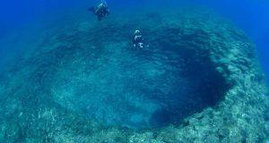 Undersea-mountain