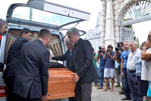 José Mourinho  Mourinho lays father to rest Jose3 e1498577109962