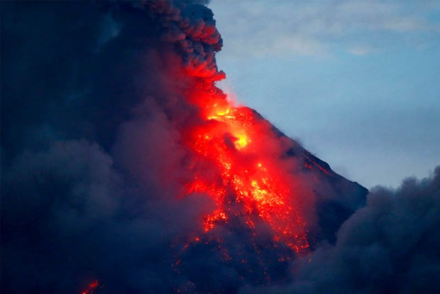 Mayon-volcano  74,000 people forced to flee erupting Philippine volcano lmayon volcano 2