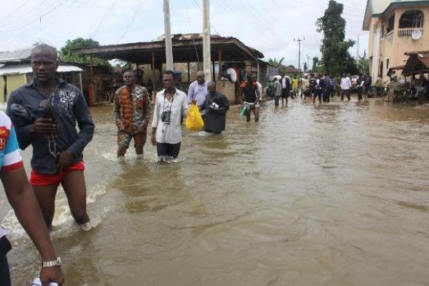 Anambra flood  Flood submerges vehicles, tricycles, motorcycles in heavy Lagos rain anambra flood