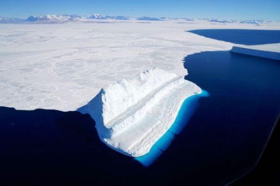 Antarctic ice sheet  Antarctica ice loss poses upcoming sea level risk Ice sheet