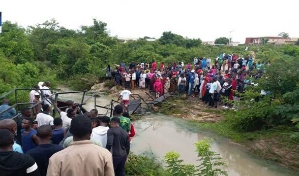 Abuja community link bridge collapse  Abuja residents stranded as bridge collapses under heavy rain Bauchi bridge collapse 1