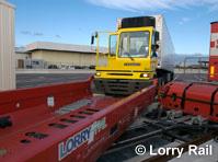 Le chargement d'une remorque sur un wagon de Lorry ( photo Lorry)