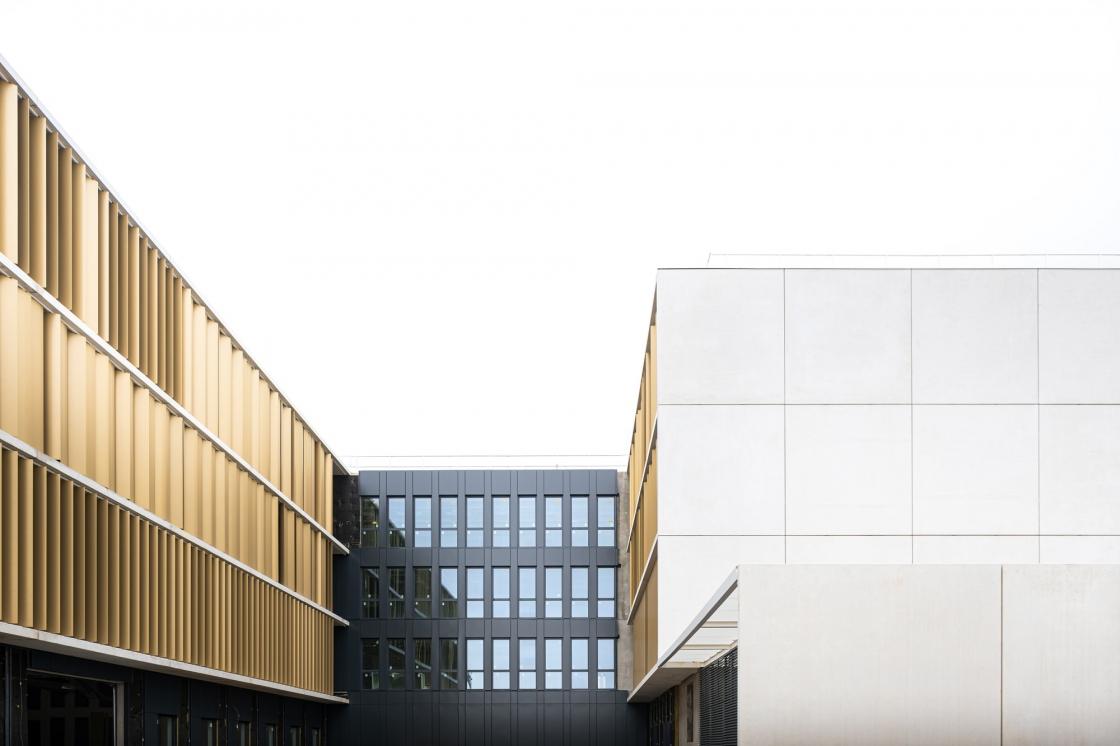 Un immeuble recyclé écoresponsable pour le groupe La Poste à Lyon Gerland
