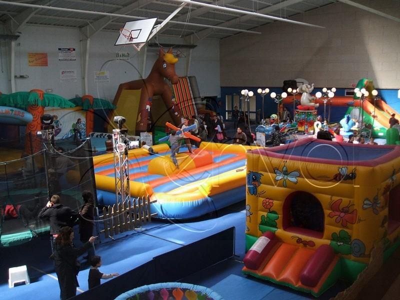 Plaine De Jeux Gonflables Parcs Et Aires De Jeux