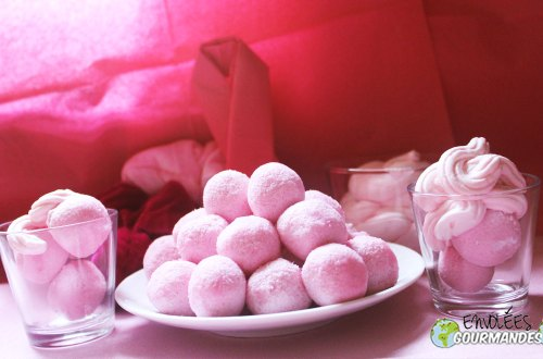 rosa rotolamento palla e chantilly