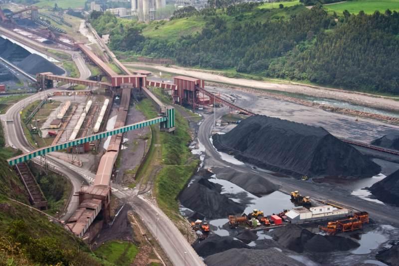 coal-mining-iStock_000012536400Medium