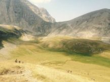 Άποψη της Αστράκας - αχνοφαίνεται και το καταφύγιο - Λάκα Τσουμάνη _Ξερόλουτσα