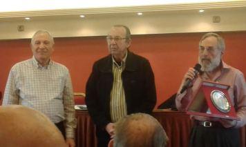 Βράβευση του Θ. Μιστριώτη από τον Απένειμε ο Ν. Νέζη. Αριστερά ο πρόεδρος κ. Γεωργούλης.