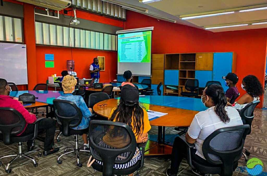 28 actores de la comunidad estudiantil de la Univalle recibieron capacitación ambiental – Los capacitados se forman como gestores ambientales del Distrito – Estas acciones corresponden a los Procesos Ambientales Universitarios