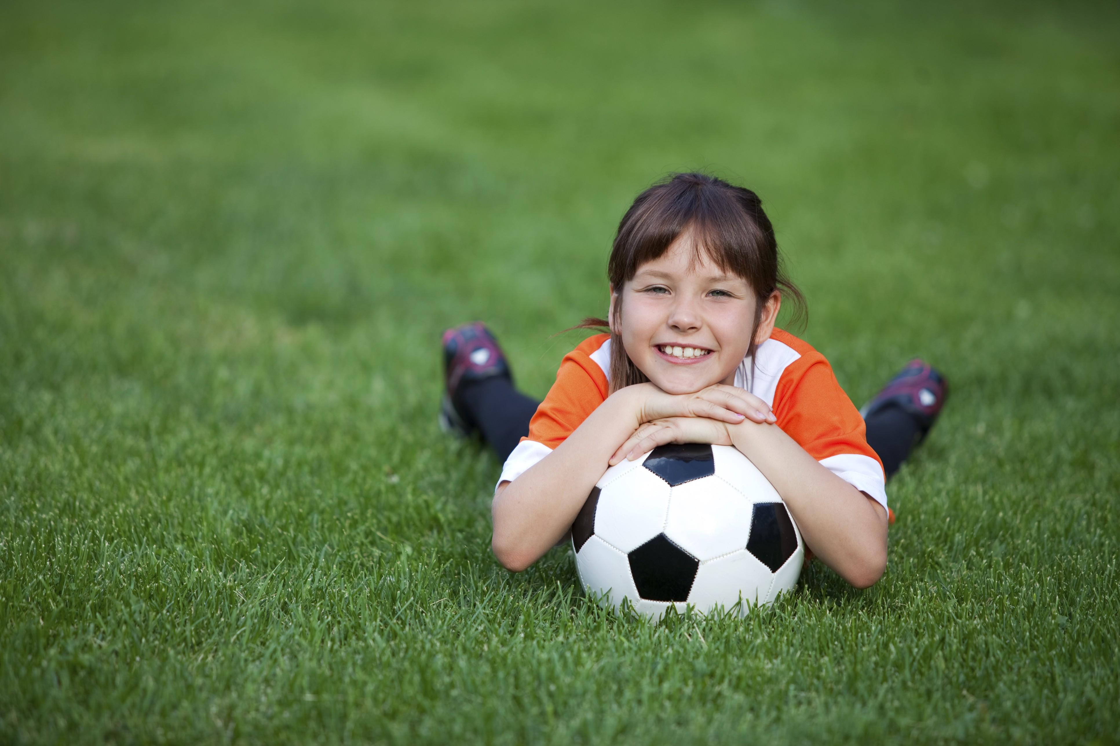 Crianças que fazem esportes e pulam corda tem ossos mais fortes, diz estudo