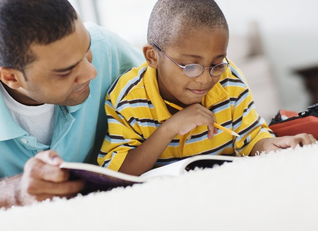 """Pais com """"medo"""" de matemática podem transmitir as dificuldades ao filho"""