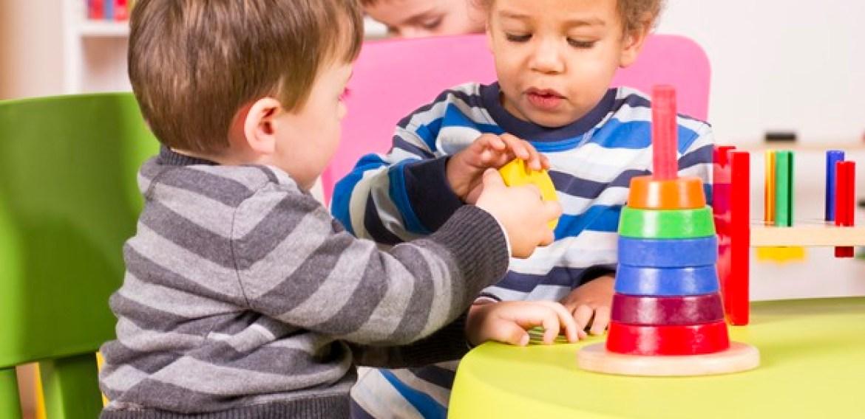 Crianças que entram mais cedo na escola aprendem melhor a linguagem