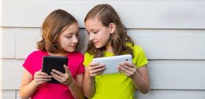 """""""As crianças precisam da nossa ajuda para aprender sobre as mídias digitais"""""""