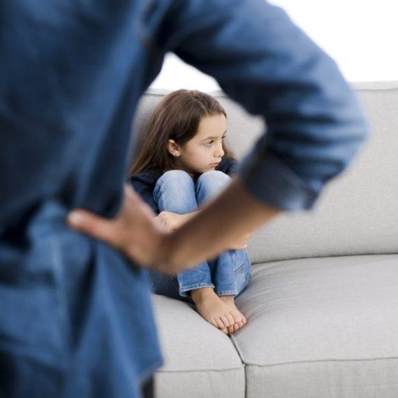 Crianças com pais muito críticos têm mais chance de sofrer de ansiedade e depressão