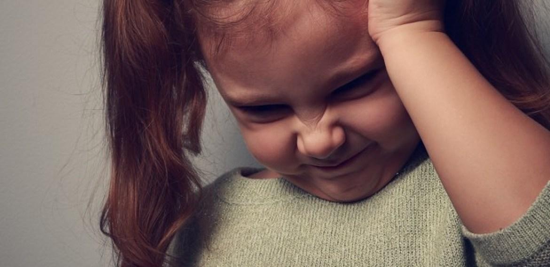 Criança com dor de cabeça: 6 sintomas que não dá para ignorar