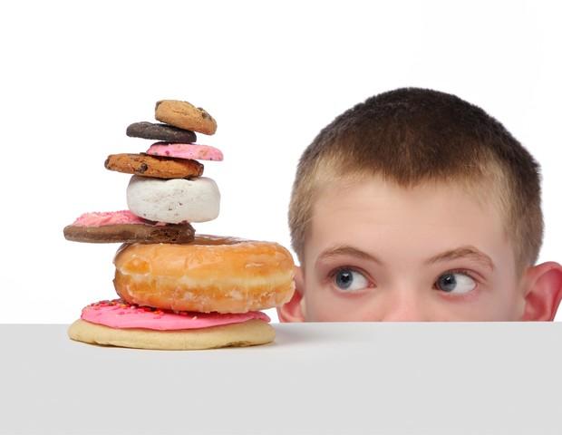 Crianças que comem muito açúcar podem ser mais violentas, sugere estudo