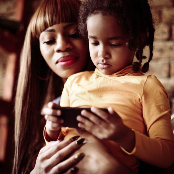 Crianças têm, em média, 1.300 fotos publicadas pelos pais na internet