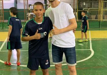 Visita do jogador do Barcelona e da seleção da Rússia de Futsal: Esquerdinha