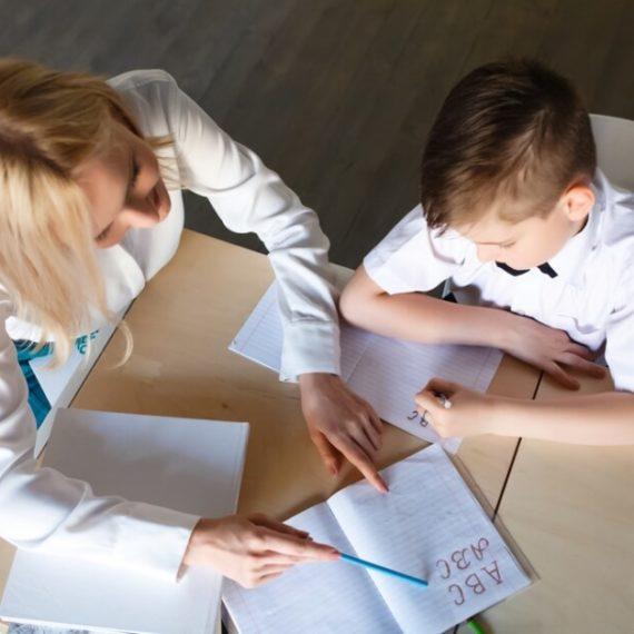 Como incentivar a criança a ler e interpretar textos?