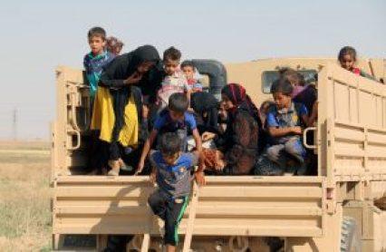 IDPs from Hawija arrive at a Iraqi Kurdish checkpoint