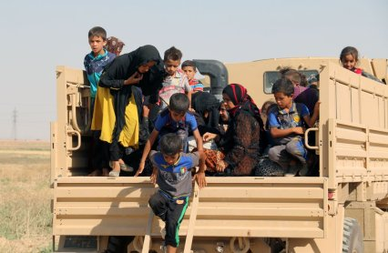 IDPs from Hawija arrive at a Iraqi Kurdish checkpoint