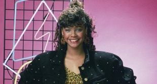 """Original Saved By the Bell Star Admits She Felt """"Hurt"""" Being Excluded From Reboot"""