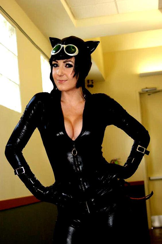 jessica-nigri-catwoman-cosplay