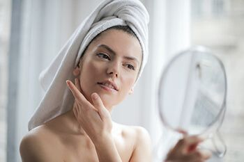 hydrates the skin without the greasy feeling