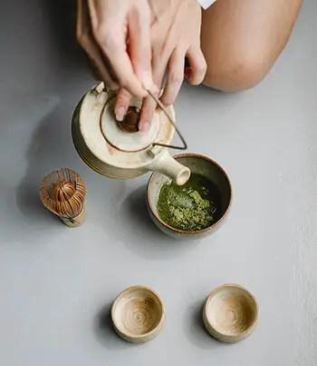 clean teapot and mugs using baking soda