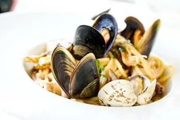 raw shellfish can contain toxins