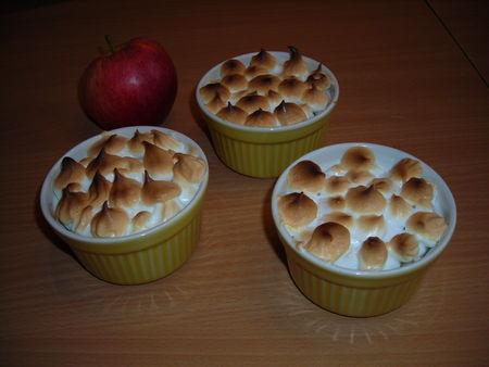 Pommes meringuées aux raisins secs et à la cannelle