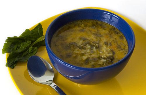 Soupe aux épinards frais