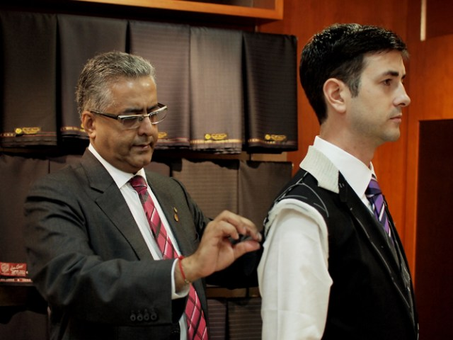 Are online tailors better than Traditional tailors?