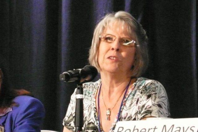 A Profa. Jan Holden fala na Conferência IANDS 2014, em 29 de agosto de 2014 (Tara MacIsaac/The Epoch Times)