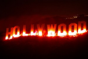 Letreiro de Hollywood iluminado à noite (Hector Mata/AFP/Getty Images)