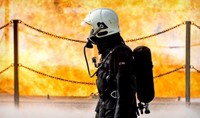 Niederländische Feuerwehmänner trainieren für den Notfall: Das Austreten von Flüssigerdgas Foto: Koen van Weel/AFP/Getty Images