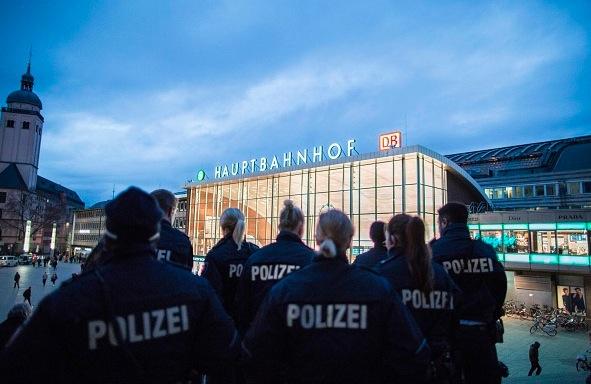 Polizei am Kölner Bahnhof Foto: Getty Images