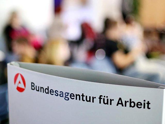 Die Jobcenter sollen auch die Angehörigen eines Hartz-IV-Empfängers schärfer kontrollieren. Foto: Jan Woitas/dpa