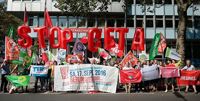 Demonstration gegen CETA und TTIP am 17. September in Deutschland. Foto: BRITTA PEDERSEN/Getty Images