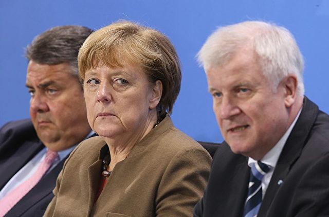 Vizekanzler Sigmar Gabriel (SPD) (L), Kanzlerin Angela Merkel (CDU) (M) und CSU-Chef Horst Seehofer Foto: Sean Gallup/Getty Images