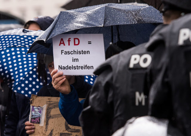 Demonstration gegen die AfD. (Symbolbild) Foto: Joerg Koch/Getty Images