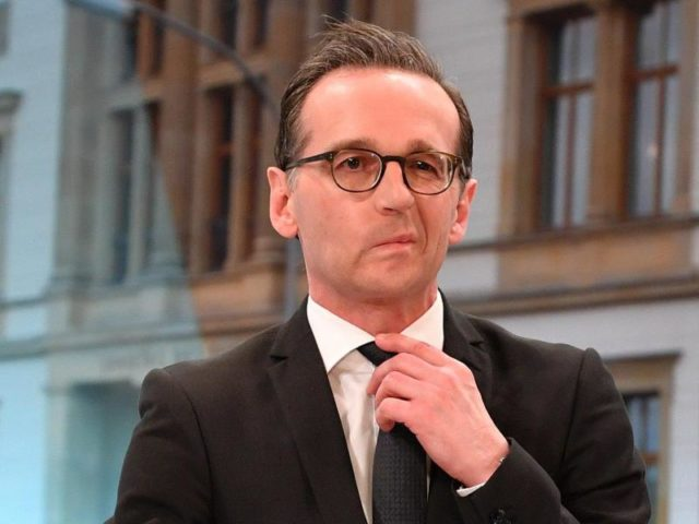 Schluck:Heiko Maas verzieht nach der Bekanntgabe der ersten Hochrechnungen für das Saarland das Gesicht. Foto: Uwe Anspach/dpa