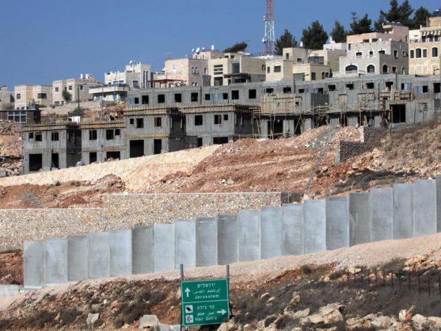 Blick auf die Baustelle der israelischen Siedlung Har Gillo im Westjordanland, aufgenommen im Jahr 2010. Zum ersten Mal seit 26 Jahren hat Israel den Bau einer völlig neuen Siedlung im Westjordanland genehmigt. Foto: Iyad Al Hashlamoun/dpa